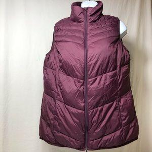 Xersion burgundy puffer vest packable